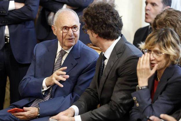 Paolo Savona con Danilo Toninelli (Ansa)
