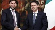 Mattia Fantinati, sottosegretario alla Presidenza del Consiglio, e Giuseppe Conte (Ansa)