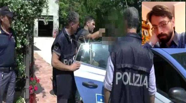 Il momento dell'arresto, nel riquadro Claudio Pinti nella foto diffusa dalla polizia