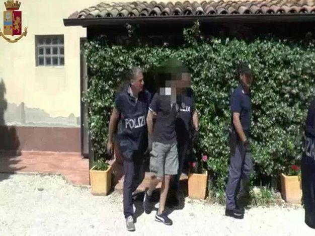 L'arresto dell'untore (foto Ansa)