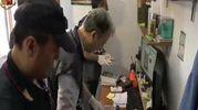 La perquisizione in casa dell'untore (foto Ansa)