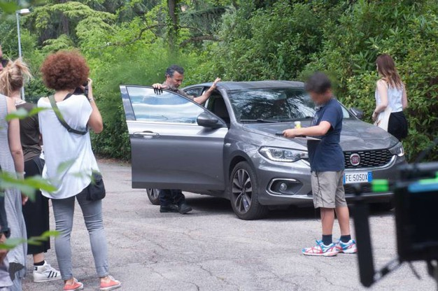 Un momento delle riprese di 'Coliandro' in via Siepelunga (FotoSchicchi)