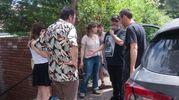 I registi Marco e Antonio Manetti danno spiegazioni ad attori e troupe (FotoSchicchi)