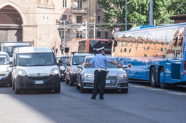 Il traffico bloccato dopo lo schianto (FotoSchicchi)