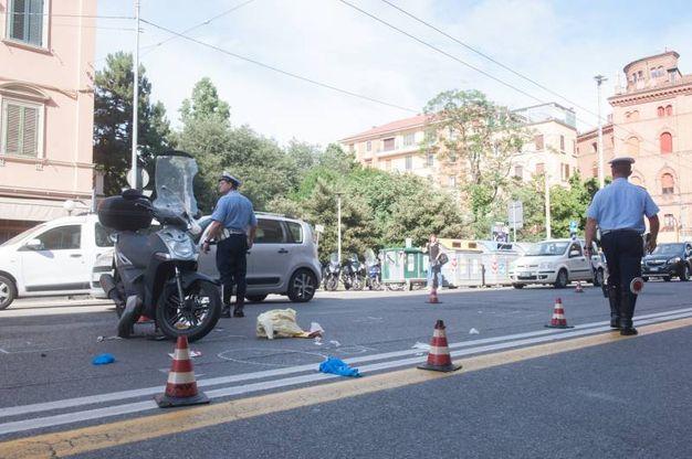Un'immagine stretta, con i segni fatti sull'asfalto per i rilievi (FotoSchicchi)