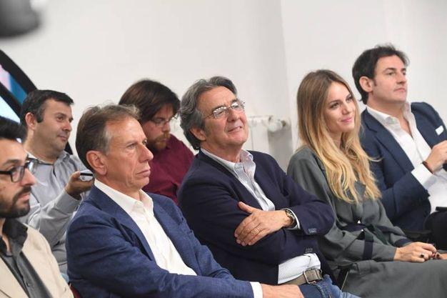 Angela in prima fila, mentre infuriano le domande dei giornalisti (FotoSchicchi)
