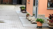 Sacchi di sabbia per impedire al'acqua di entrare nelle case (Scardovi)