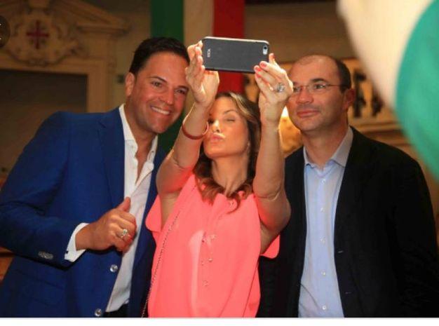 Selfie col marito Mike Piazza
