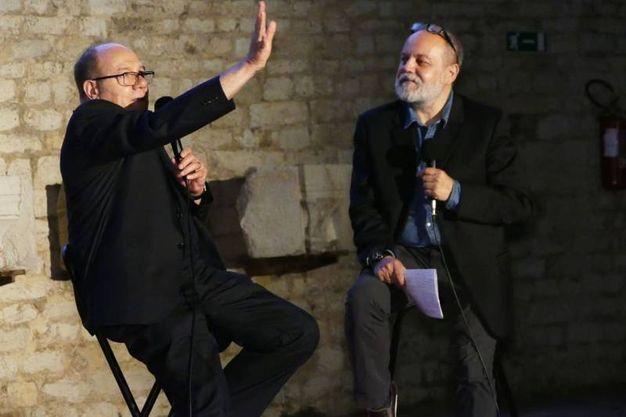 Carlo Verdone a Prato intervistato dal giornalista de La Nazione Federico Berti (foto Gianni Attalmi)