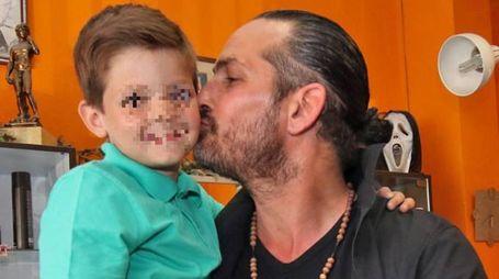 Il piccolo Giuseppe D'Angelica col papà