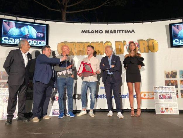 Manuel Lazzari protagonista della salvezza della Spal viene premiato (foto Corelli)