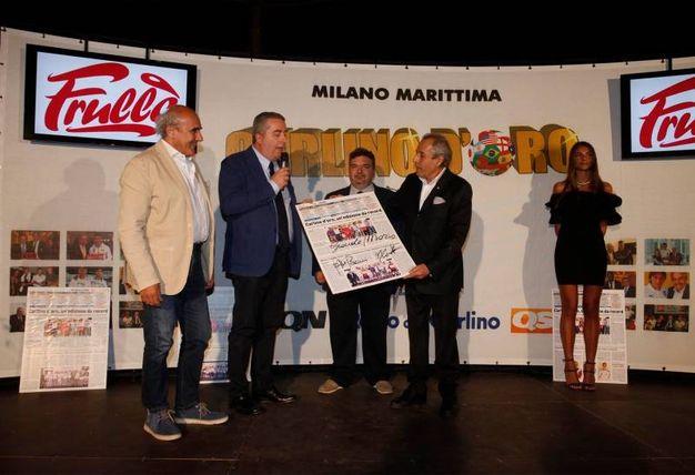 Il premio Carlino d'Oro con il condirettore de il Resto del Carlino Beppe Boni, il capo dello sport del Carlino Franco Caniato e il vice Doriano Rabotti (Foto Corelli)