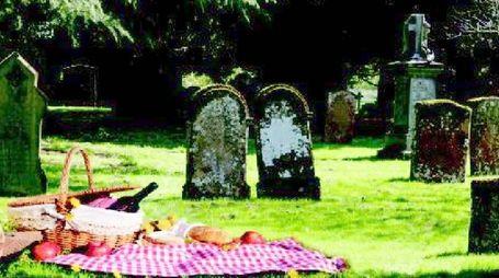 Pic nic al cimitero