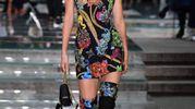 Kendall Jenner stupenda sulla passerella di Versace (Lapresse)