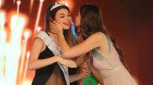 Francesca Valenti, Miss Milano 2107, incorona Chiara Saffioti, Miss Milano 2018