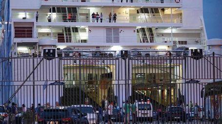 Indagini nel porto di Napoli dopo l'incidente mortale a bordo del traghetto per Palermo
