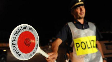 Sul luogo dell'incidente l'ambulanza e la Polizia stradale