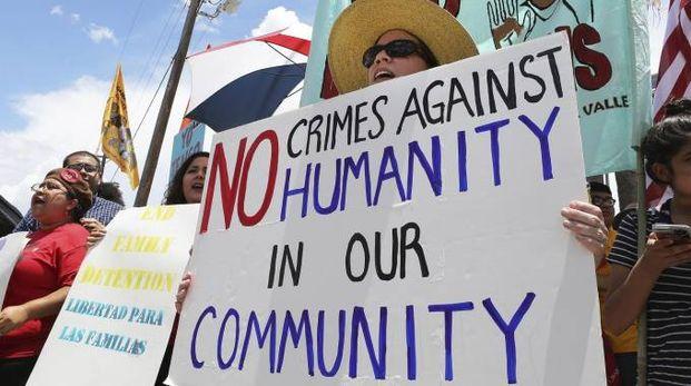 Migranti, proteste contro la politica dell'amministrazione Trump (Ansa)