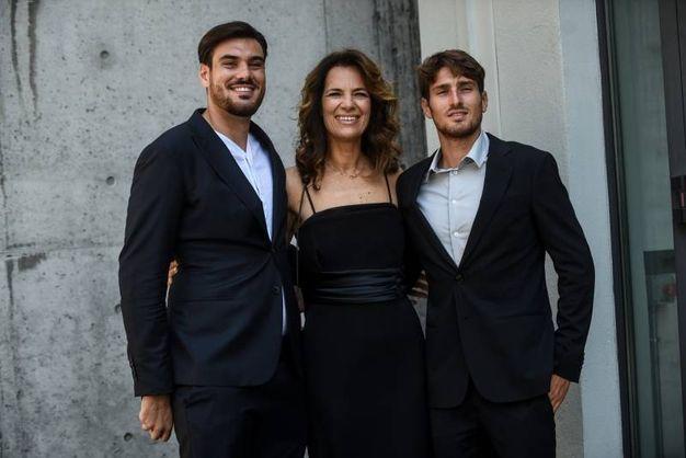 Roberta Armani tra i canottieri Giuseppe e Antonio Vicino (Lapresse)