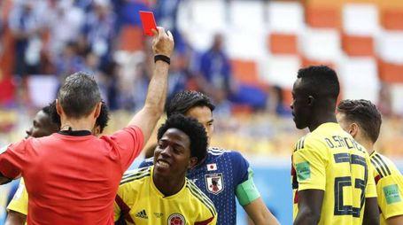 Colombia-Giappone, l'espulsione di Carlos Sanchez (Ansa)
