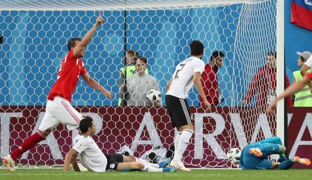 Russia-Egitto 1-0, autogol di Fathi (Ansa)