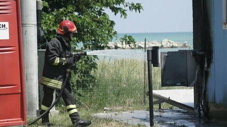 Incendio al chiosco del pesce