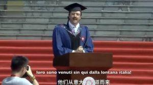 Carlo Dragonetti e un frame del video che ha conquistato la Cina (Facebook)
