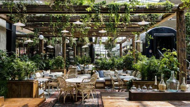 Il ristorante La Felicità di Parigi, il più grande d'Europa