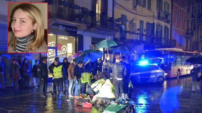 Pavia, i soccorsi a Maria Elena Madama (nel riquadro), investita in via Strada Nuova