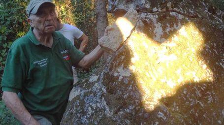 Il gioco di luce su una delle grandi rocce presenti nella zona