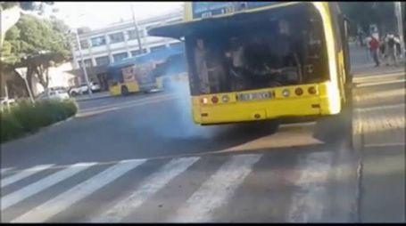Bus in fumo