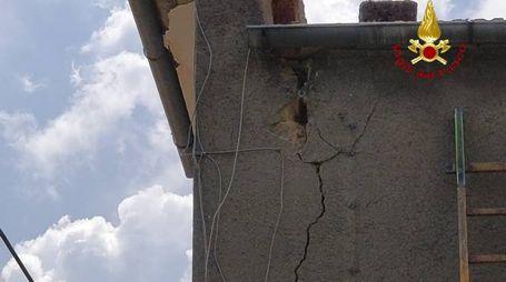 La casa danneggiata a Monticello Amiata