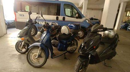 Tre dei sette scooter recuperati dalle volanti