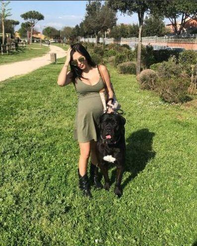 Con l'amato cane (foto da Instagram)