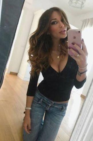 Matilde si fa un selfie a casa (foto da Instagram)