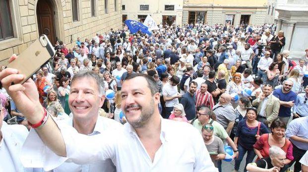 Salvini a Siena, un selfie con De Mossi