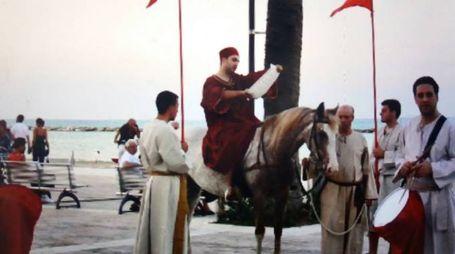 L'araldo a cavallo apre le celebrazioni per la Sacra