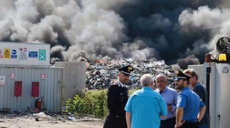 Mortara, incendio nel deposito di rifiuti sequestrato