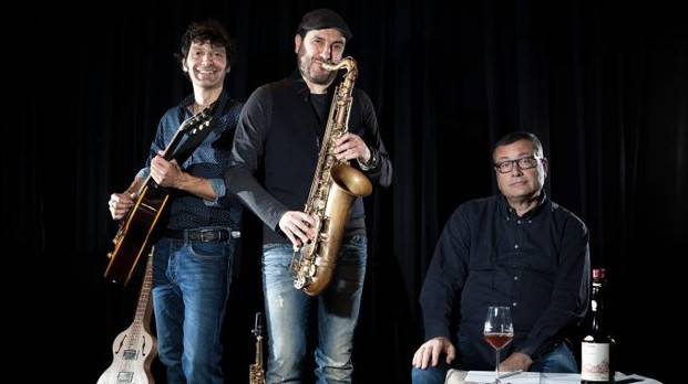 Massimo Carlotto (a destra) con  Maurizio Camardi e Francesco Garolfi