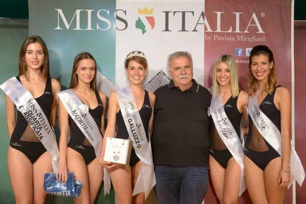 Le miss premiate con Franco Tanini, ds dell'Audace Galluzzo