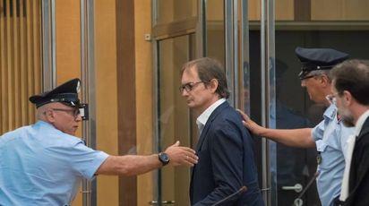 Matteo Cagnoni, 53 anni, viene portato dopo la lettura della sentenza