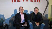 Da sinistra: Jonathan Friedland e Reed Hastings di Netflix (Ansa)