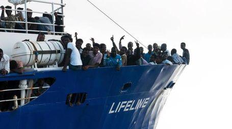 La nave Lifeline con i migranti a bordo (Ansa)