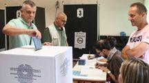 Amministrative, si vota per i ballottaggi. Un seggio di Pisa (Valtriani)