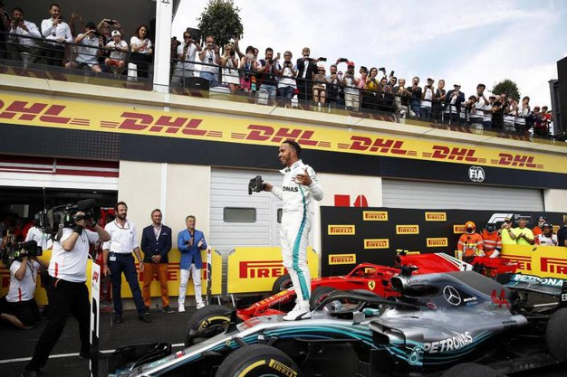 Hamilton festeggia la vittoria (Ansa)