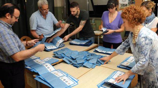 Un seggio elettorale per le elezioni comunali (Brianza)