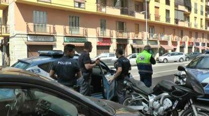 L'intervento della polizia in via Emilia Est