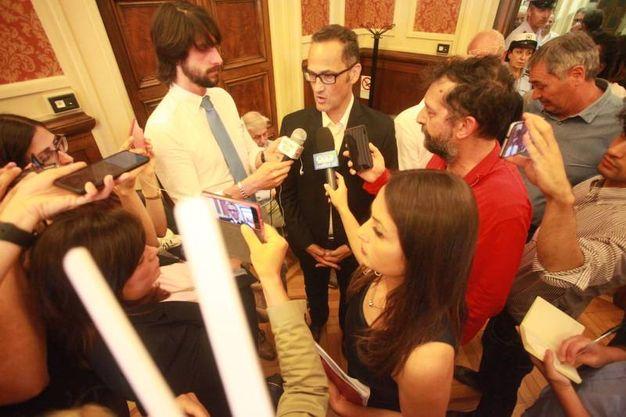 Tombolini con i giornalisti (foto Antic)