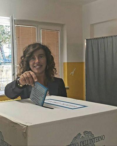 Stefania Signorini era sostenuta dalle liste civiche Uniti per Falconara, Falconara in Movimento, Ridisegnare Falconara e Direzione Domani (foto Pascucci)
