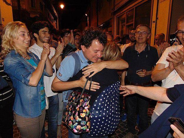 La festa in piazza del neo sindaco (foto Braghin)